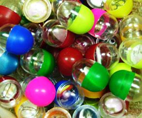 Buttonautomat, Kapseln gefüllt mit Buttons